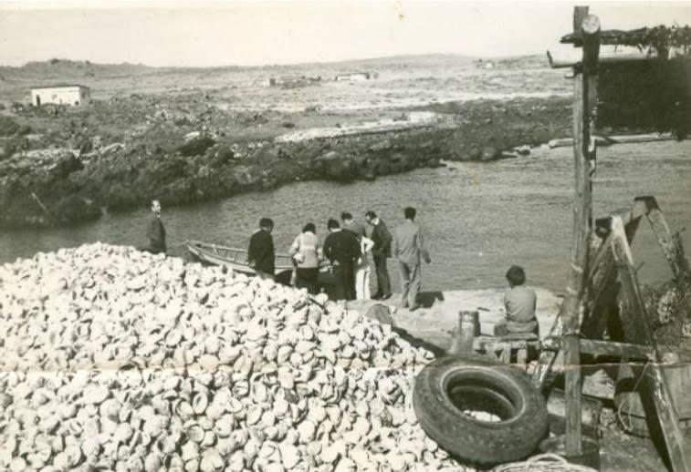 Caleta Chañaral de Aceituno hacia los años 60'. Fotografía: Agrupación Cultural Changos Descendientes del Último Constructor de Balsas