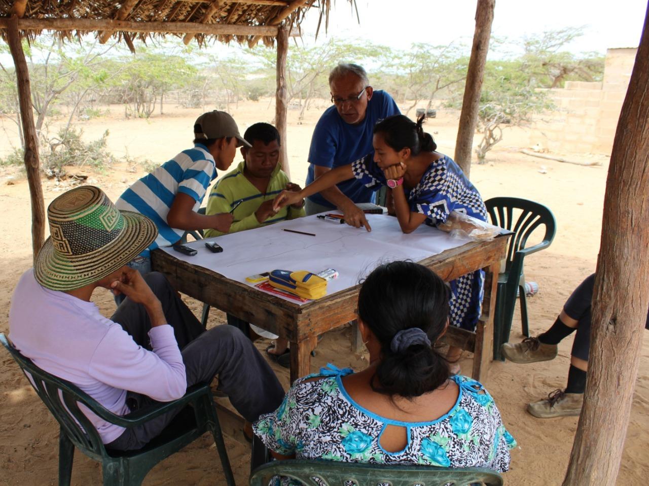 En la Guajira Venezolana realizando mapas con comunidades del Pueblo Wayuu, organizaciones indígenas Wainjirawa y la Universidad Autónoma Indígena UAIN