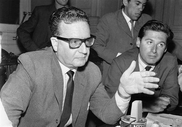 Allende con periodistas.