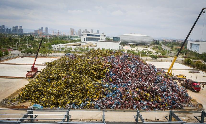 Miles de bicicletas de uso compartido descansan en la ciudad de Xiamen, en el sudeste de China. Fotografía: Chen Zixiang para The Guardian.