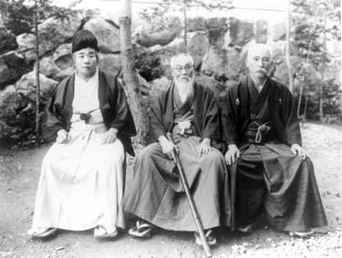 """Toyama, """"El emperador de los tugurios"""", y Uchida, su brazo derecho."""