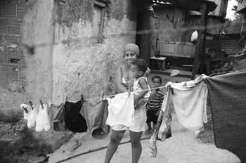 Dura vida en las favelas
