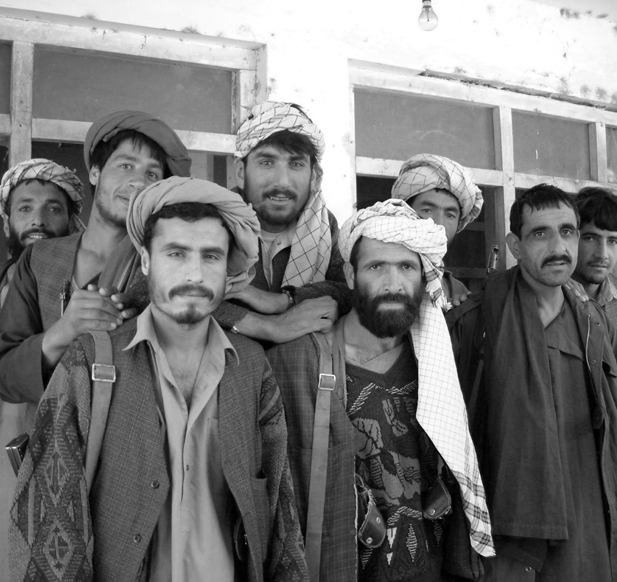 Los afganos protegen los cultivos
