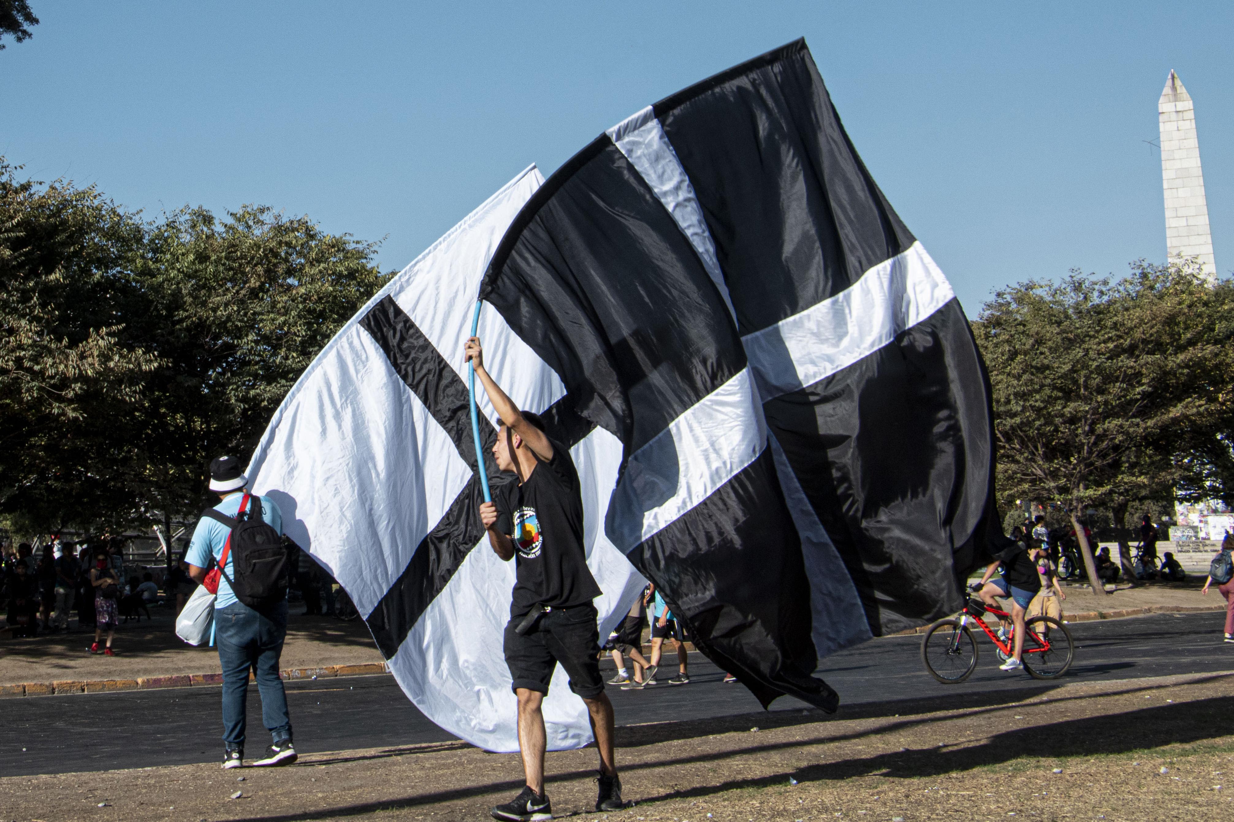 Barristas colocolinos en Plaza de la Dignidad el último viernes. (Fotografía: Catalina Mundaca)