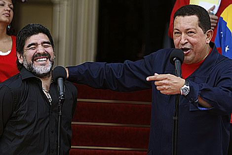 Maradona junto a Hugo Chávez
