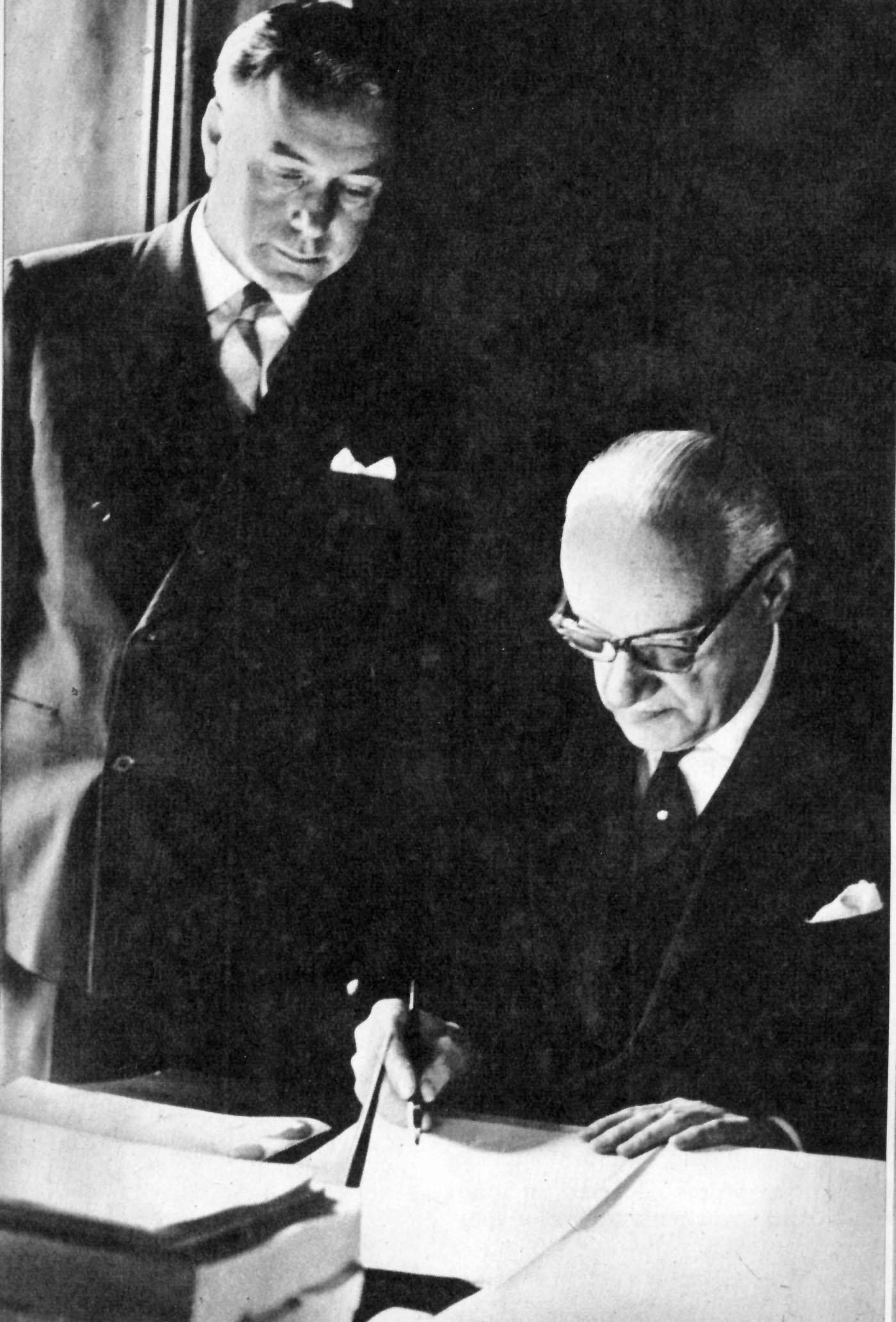 Con Enrique Ortúzar, jefe de las comisiones del comando.