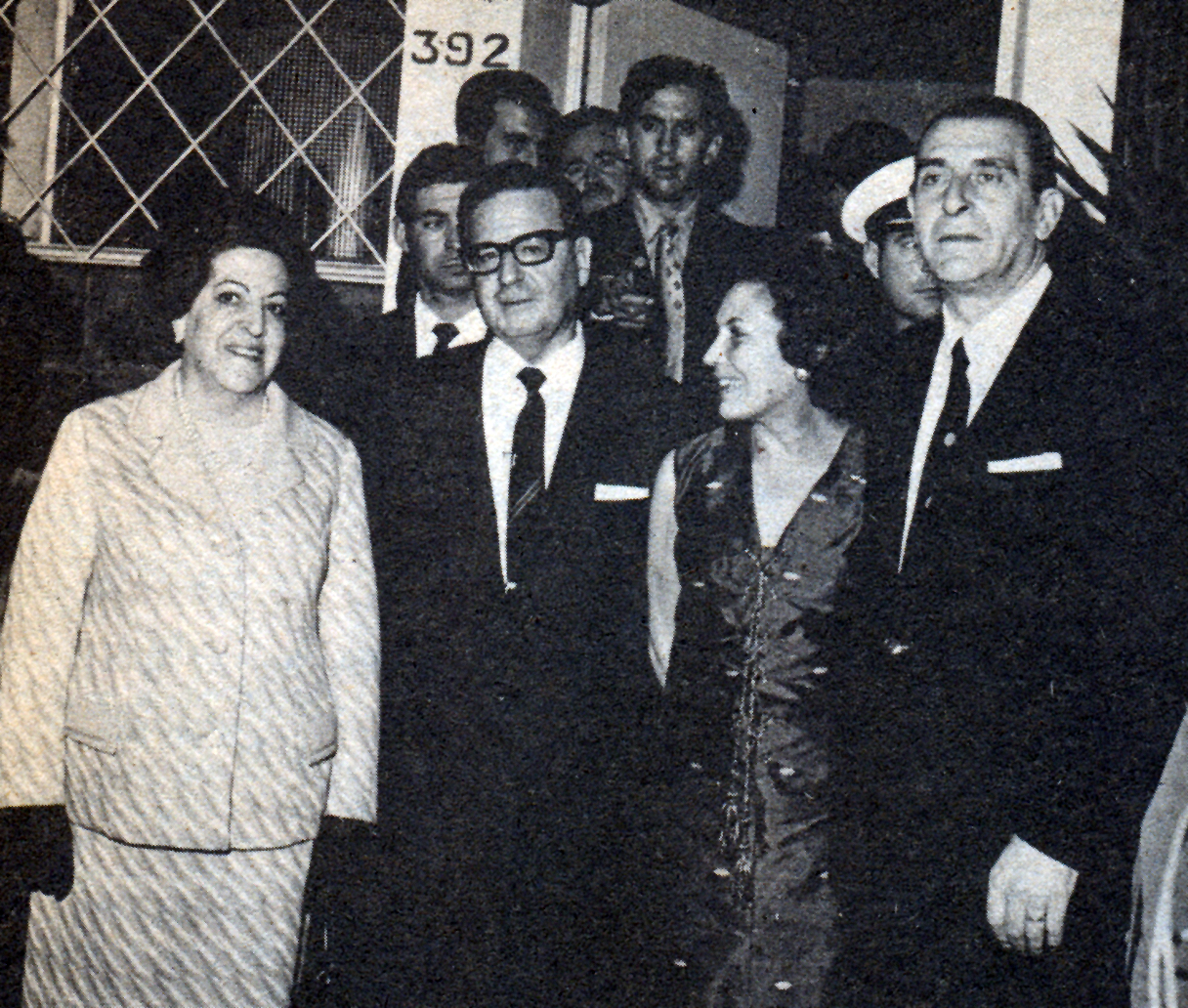 Eduardo Frei y María Ruiz Tagle realizan visita formal a Salvador Allende y a Hortensia Bussi.