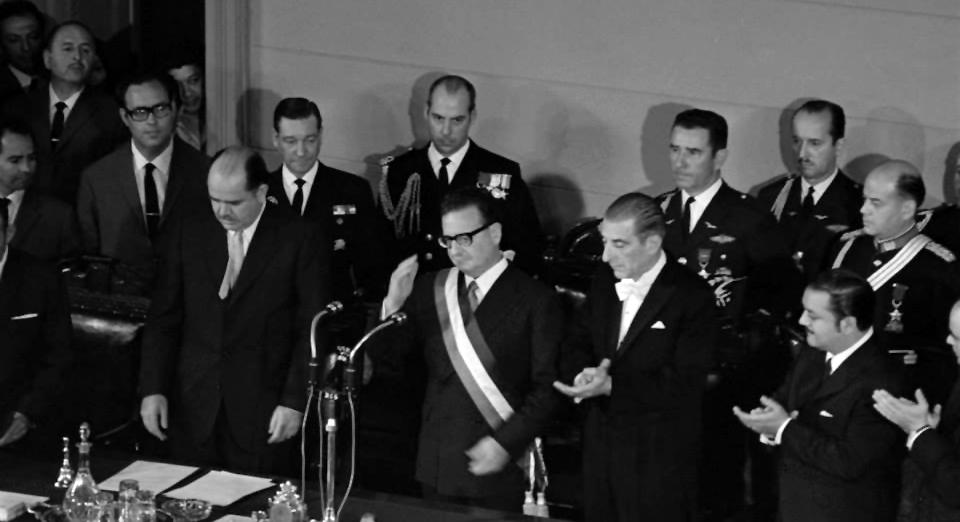 El 3 de noviembre de 1970 Allende es investido como nuevo Presidente de Chile.