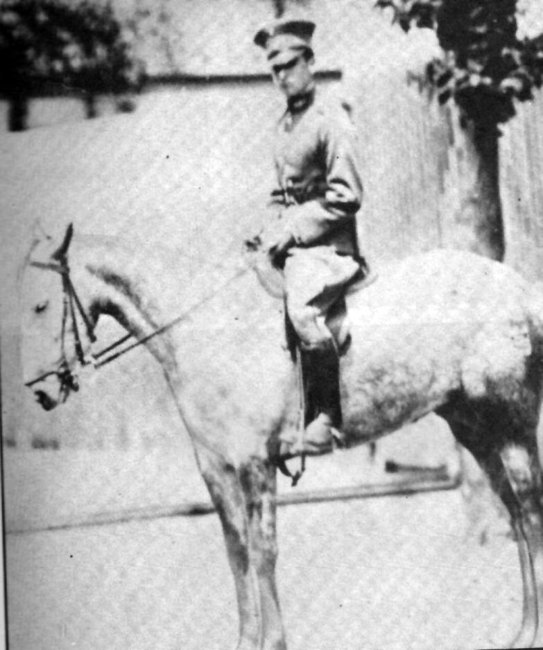 En el servicio militar, en 1925.