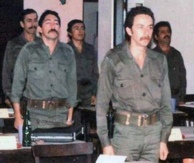 En primer plano José Joaquín Valenzuela Levi, el comandante 'Ernesto'