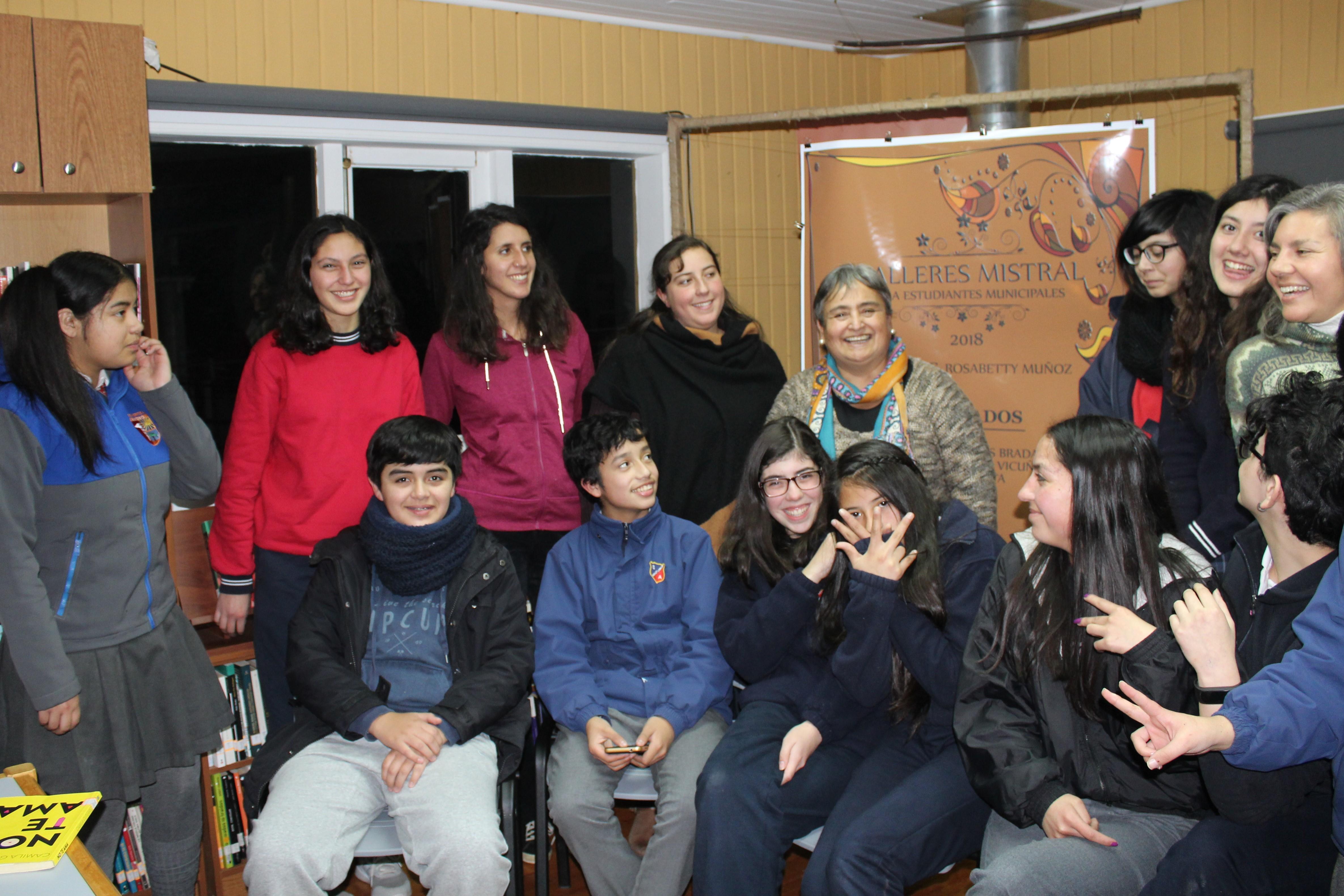 En su taller literario de Ancud.
