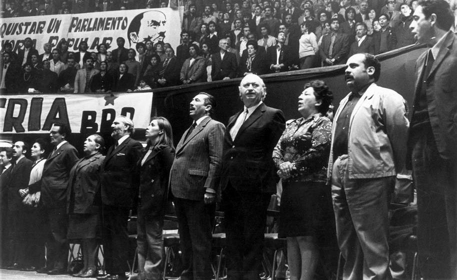En un Pleno del PC a fines de los años 60, aparecen de derecha a izquierda Fernando Ortíz, Bosco Parra, Mireya Baltra, Volodia Teltelboim, Gladys Marín, entre otros.
