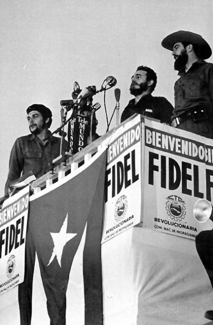 El Che, Fidel y Camilo Cienfuegos luego de la llegada de Castro a La Habana el 8 de enero de 1959. (Foto de Raúl Corrales).