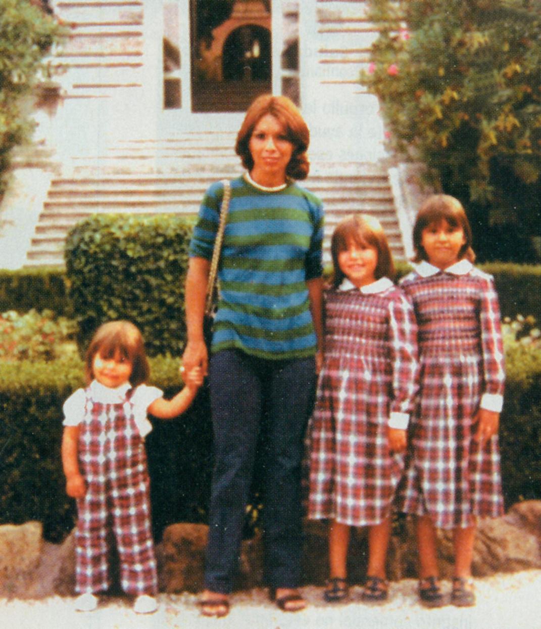 María Teresa Chadwick Piñera con sus tres hijas, en Roma, en 1980.