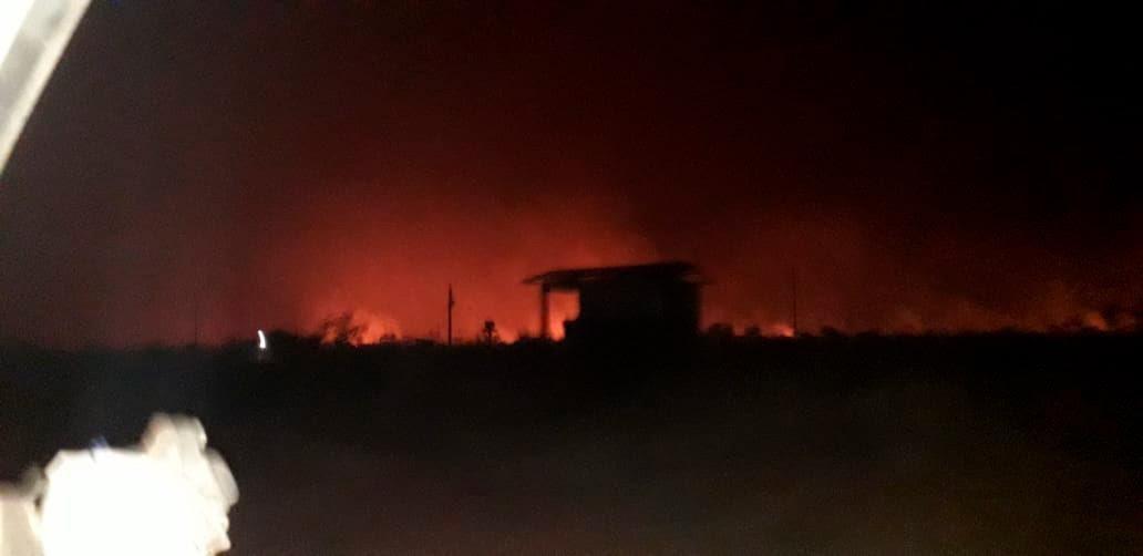 Los indígenas bororo, de la tierra de Tereza Cristina, vieron cómo el fuego rodeaba tres aldeas. La gente tuvo que irse a otras tierras y el líder fue trasladado por problemas respiratorios (Foto: Estévão Bororo)