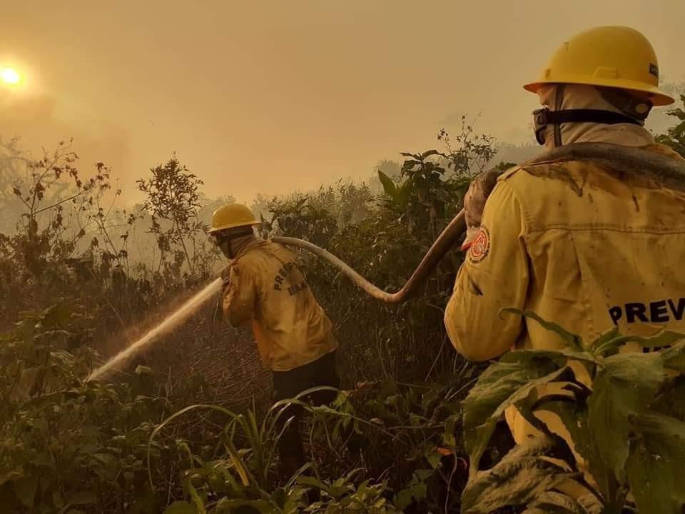 Según un agente de PrevFogo, los datos meteorológicos ya apuntaban a un aumento de los incendios en 2020, pero el gobierno retrasó la contratación de nuevas brigadas. (Foto: Divulgação PrevFogo)