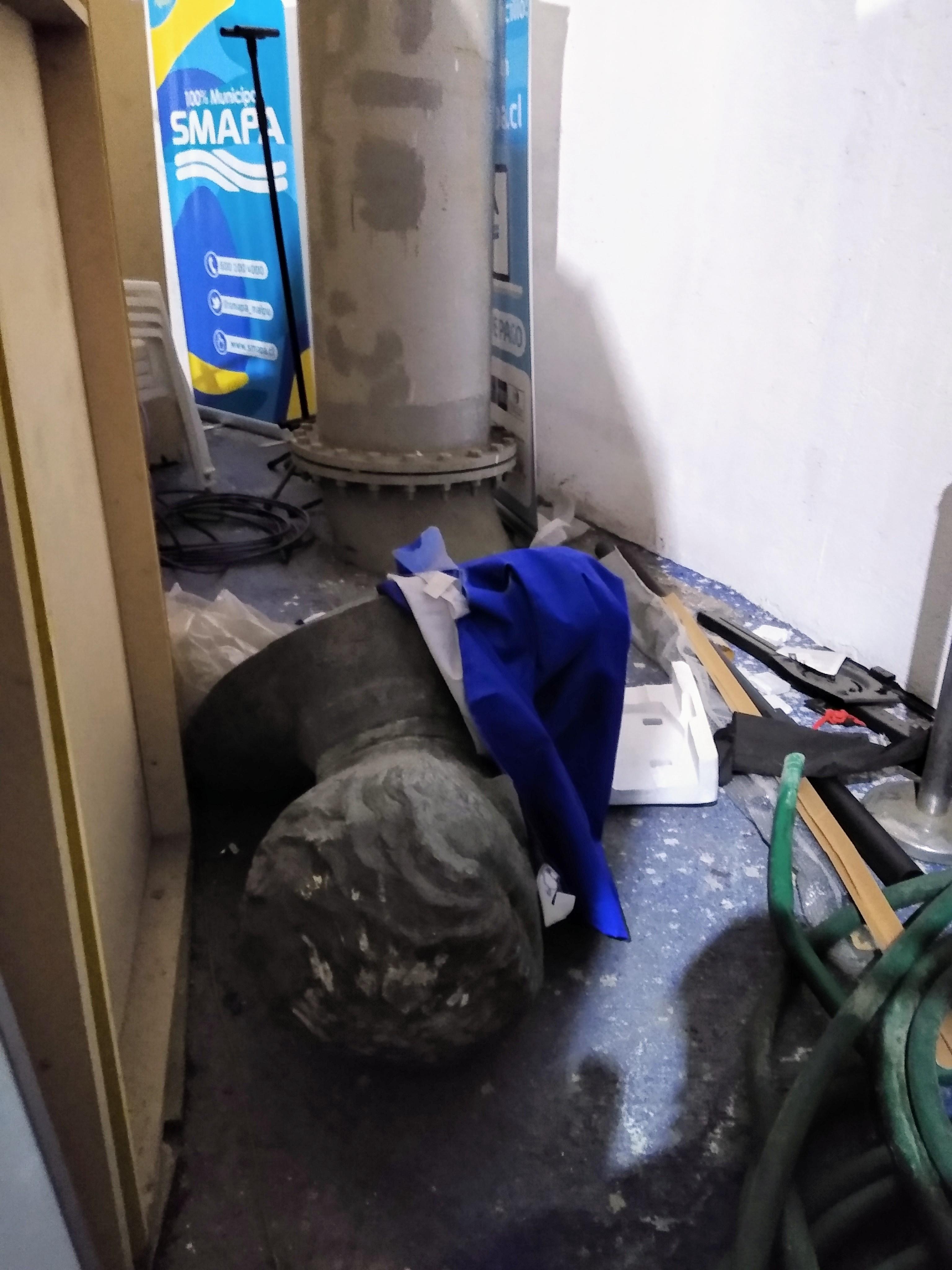 Busto dañado de José Luis Infante en set de grabación de alcaldesa Barriga