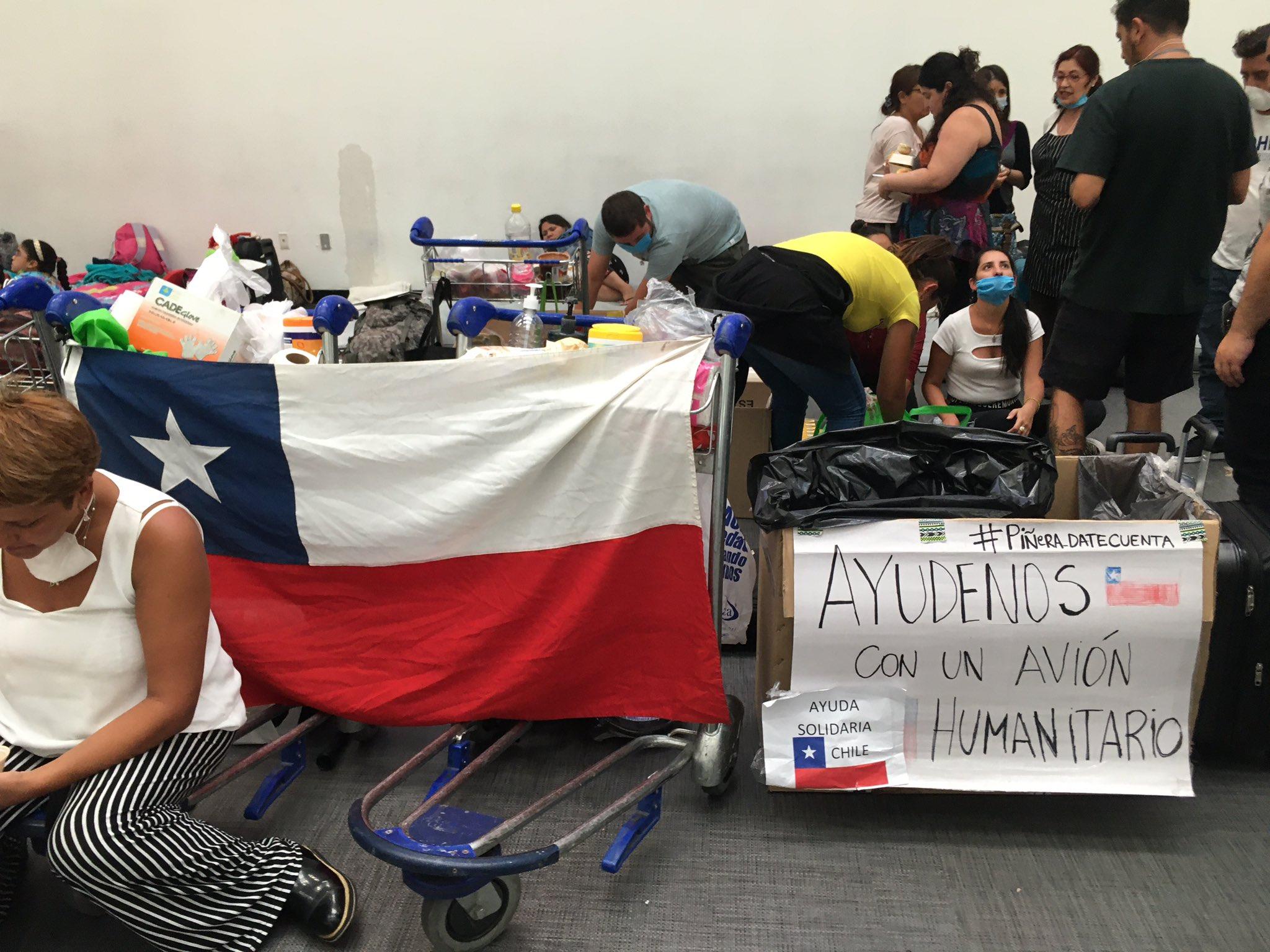 Chilenos en Aeropuerto Benito Juárez de Ciudad de México.