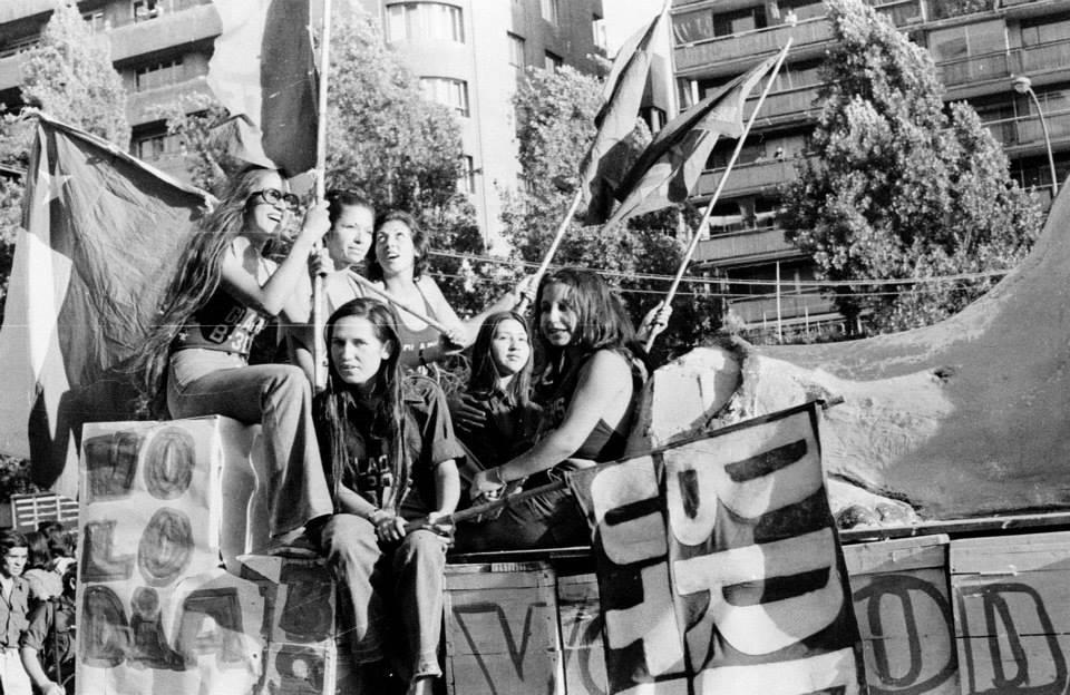 Muchachas de la Brigada Ramona Parra
