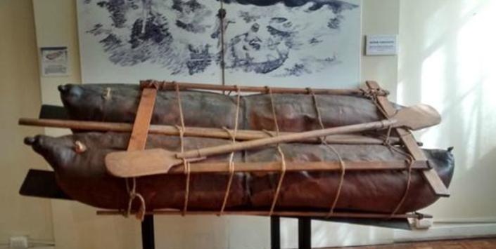 Balsas de cuero de lobo construidas por Roberto Álvarez y conservadas en el Museo Arqueológico de La Serena