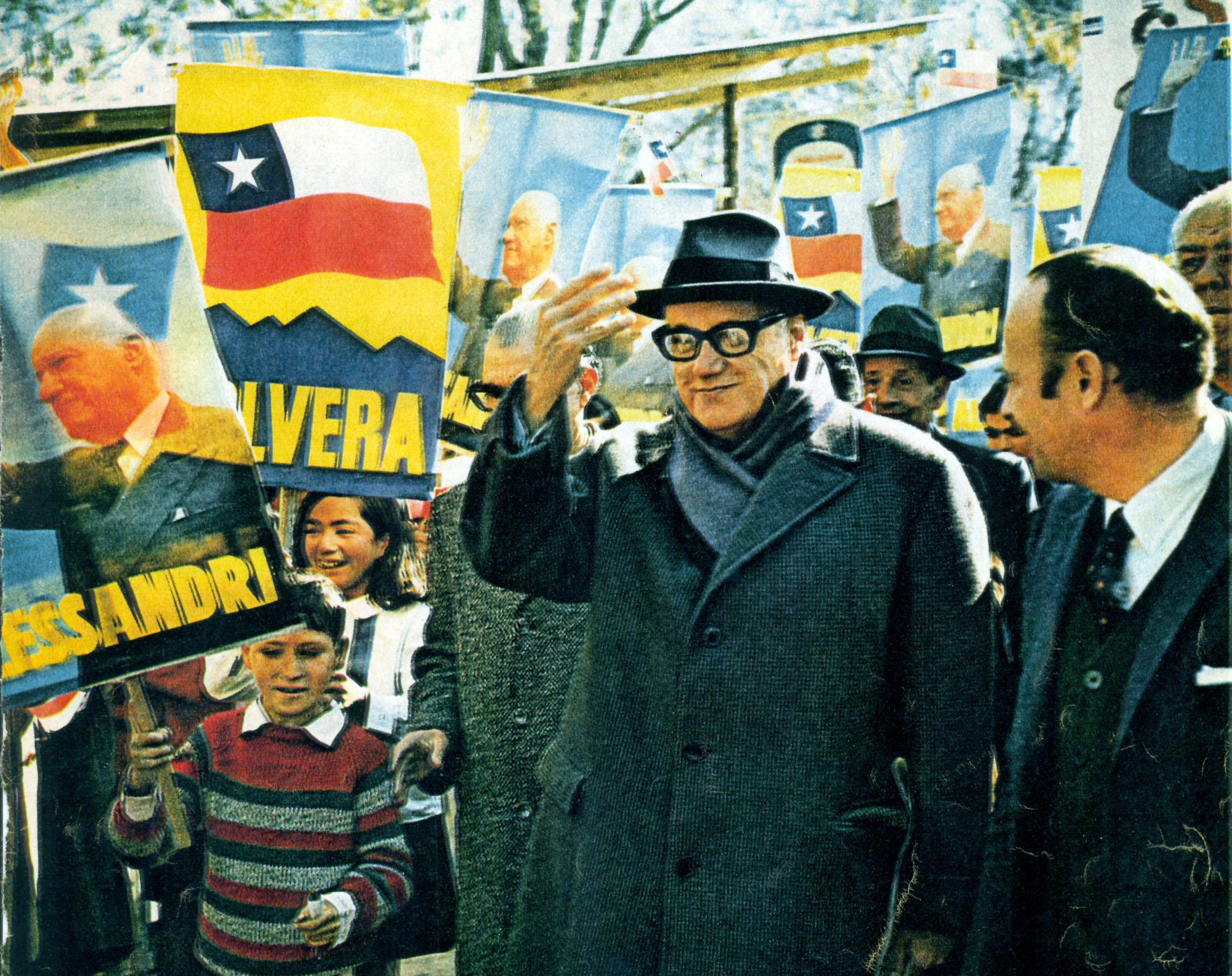 """""""Póngase la bufanda"""", un slogan de la campaña de Alessandri"""