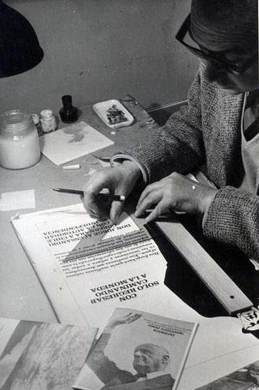 Publicista trabajando en la propaganda de Alessandri. Foto de Tatiana Vega