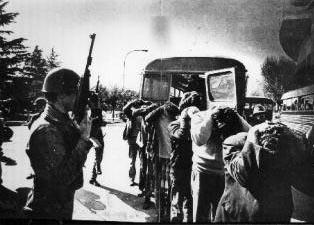 Represión el martes 11.