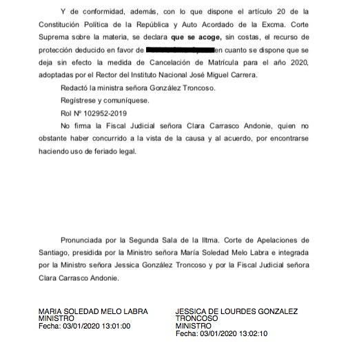 La sentencia de la Corte de Apelaciones de Santiago que deja sin efecto la medida de cancelación de la matrícula en contra del estudiante.