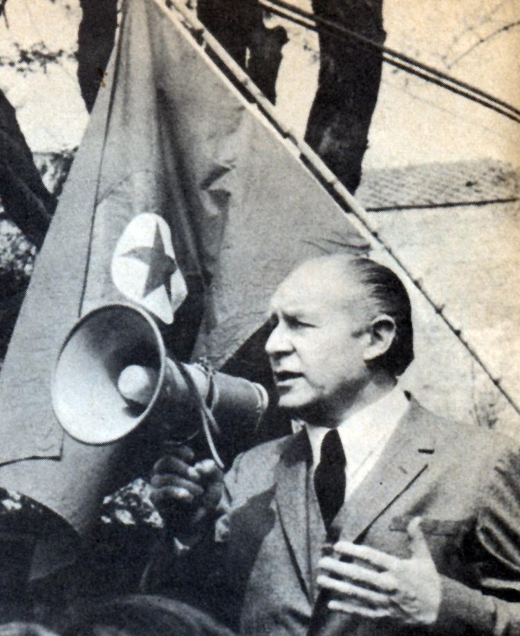 Sergio Onofre Jarpa detenido por el general Fernando Matthei, cuando quiso levantar a la FACh en 1969