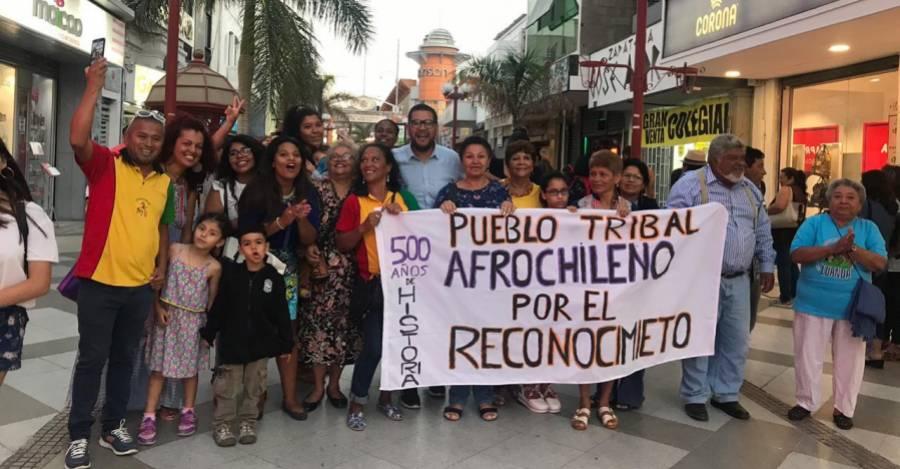 Pueblo afrodescendiente chileno celebrando la aprobación de la ley de reconocimiento