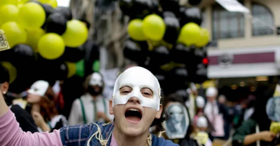 Los argentinos protestan las condiciones de austeridad que forman parte del rescate del FMI. AP Photo/Natacha Pisarenko