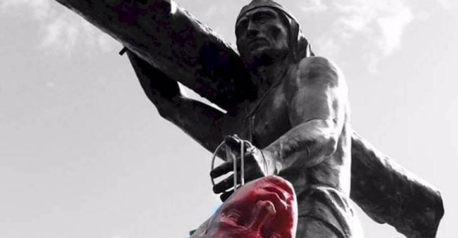 La cabeza de la estatua de Dagoberto Godoy el monumento de Caupolicán