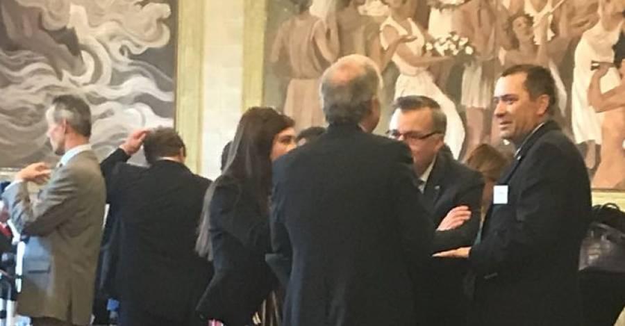 Fotografía de Interferencia. De espalda Cristian Rodriguez, presidente de AFP Habitat. A la derecha Alvaro Clarke, ex superintendente de AFP y ex superintendente de Valores y Seguros.Al frente de brazos cruzados, Osvaldo Macias.