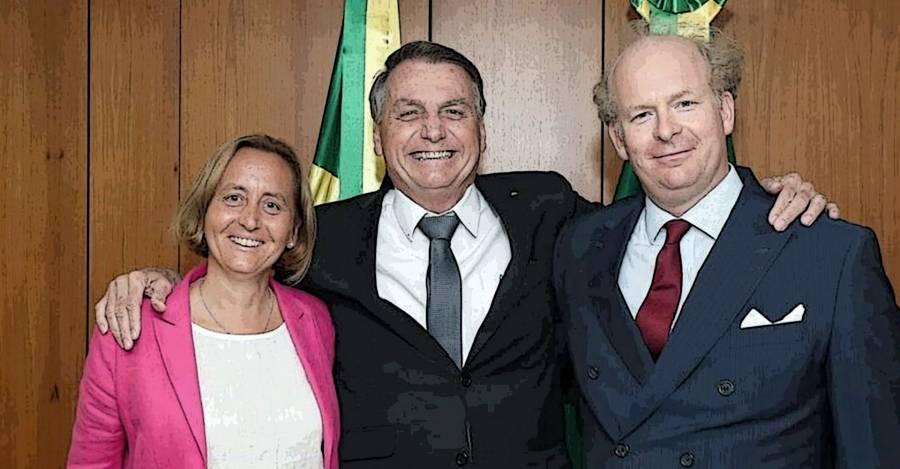 Beatrix von Oldenburg y su marido chileno Sven von Storch junto al Presidente de Brasil, Jair Bolsonaro, en julio de este año.