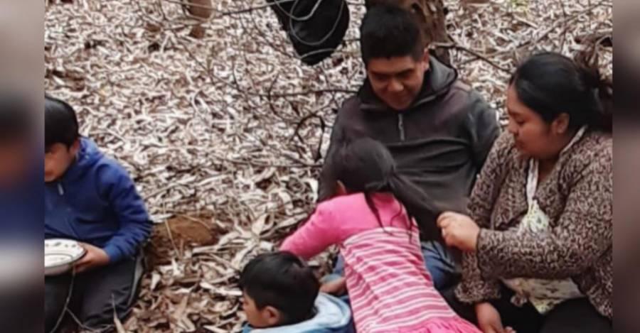 Andrea Neculpan y el werken (vocero) mapuche Alejandro Treuquil junto a sus hijos