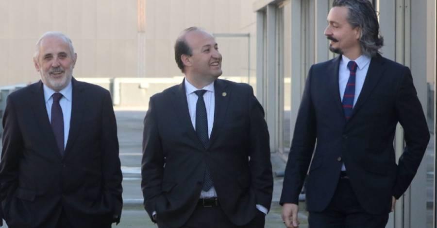 Foto: Alejandro Balart, La Segunda: Fiscales Jorge Abbott, Manuel Guerra y Pablo Gómez.