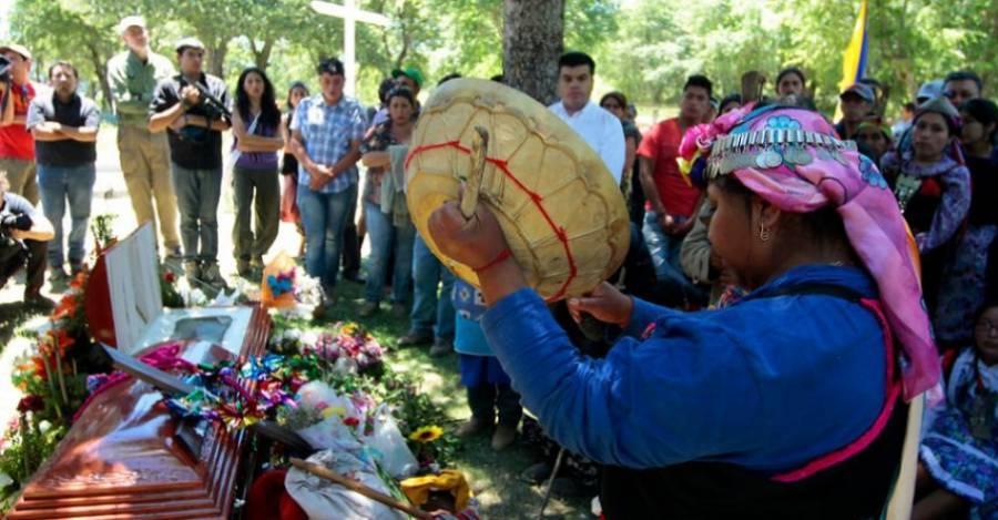 La mujer fallecida no pudo ser despedida con la ceremonia tradicional. Fotografía referencial de TV Universidad de Concepción