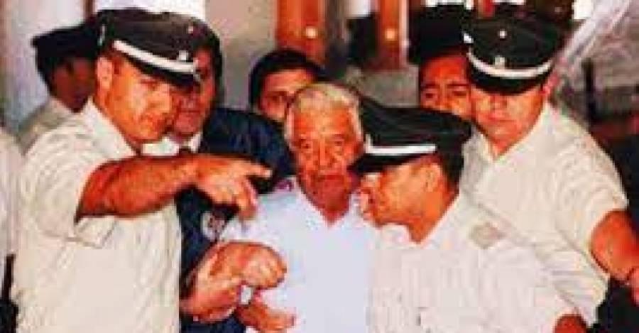 Manuel Contreras siendo llevado a la cárcel