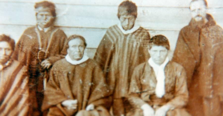 Jóvenes mapuches en proceso de evangelización en una de las misiones de los sacerdotes capuchinos.