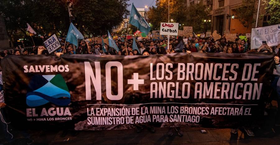 Manifestaciones en Santiago contra Los Bronces de Anglo American durante el FridaysforFuture del 27 de septiembre. Foto: © Matt MaynardMatt Maynard