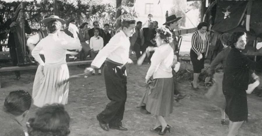 Pareja bailando cueca en una fonda. Memoria Chilena.