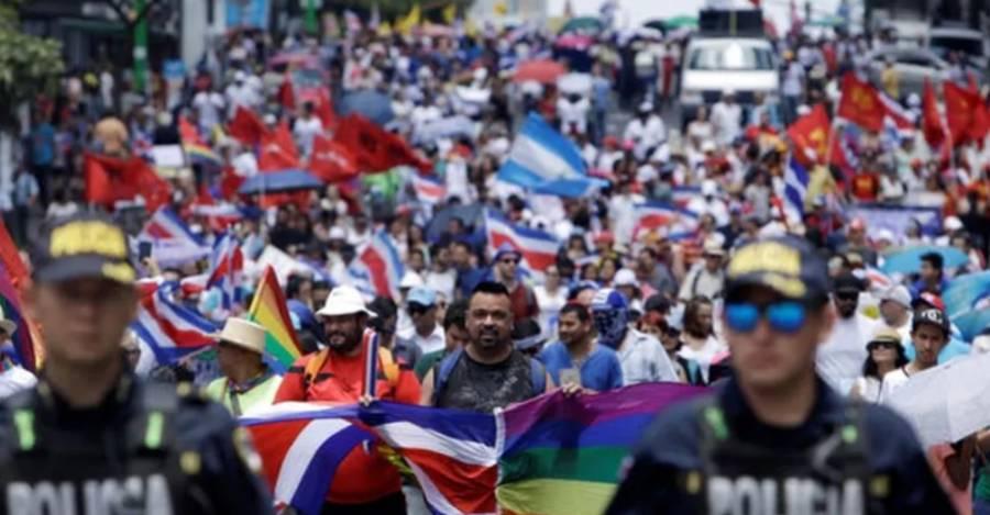 Los costarricenses celebraron una marcha en solidaridad con los refugiados nicaragüenses el 25 de agosto de 2018. Alrededor de 500.000 nicaragüenses viven en Costa Rica. Reuters/Juan Carlos Ulate