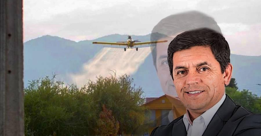 Alcalde de Santa Cruz, William Arévalo, con el Air Tractor que atravesó la comuna.
