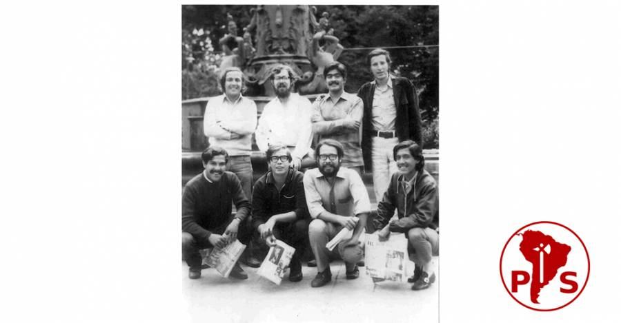 Dirección de la Juventud Socialista en 1971, posando en la Plaza de Armas de Concepción.