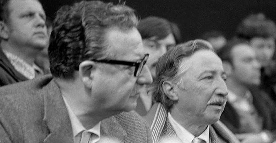 Salvador Allende y el secretario general del PC. Foto de Álvaro Herrera.