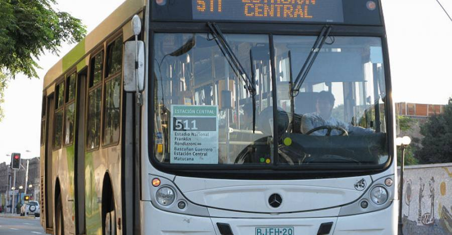 Bus con la imagen original del Transantiago. Foto: Wikipedia