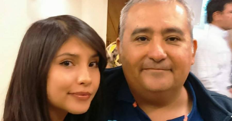 Fernanda Acuña junto a su padre en su titulación. Los dos son enfermeros