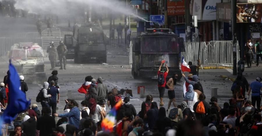 Represión durante la protesta del domingo 27 de octubre en Valparaíso (Créditos: Aton Chile)