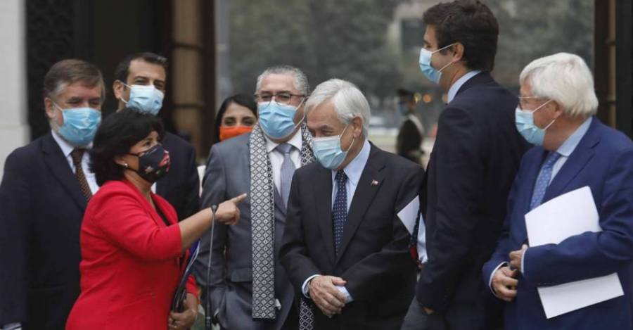 El presidente Piñera hablando con la senadora Provoste
