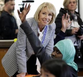 Betsy DeVos, secretaria de Educación de Donald Trump, una ferviente partidaria de los 'vouchers'